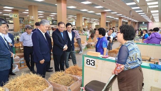 농식품부 이개호 장관, 인삼 수출현장 점검