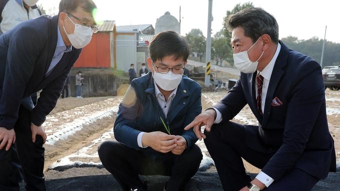 허태웅 청장, 마늘 홍산 재배 농업인 격려